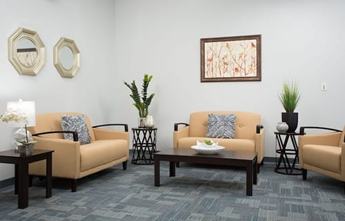 common room seating area at 4d recovery center outpatient rehab center