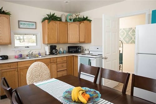 kitchen with dining table at granite recovery centers womens rehab center